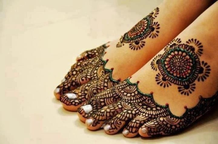 Mehndi Lace Tattoo : Elegant lace tattoo designs for women