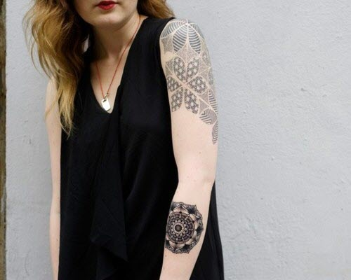 Hand Tattoos for Women.34