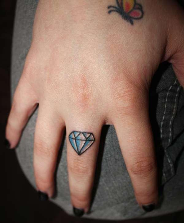 Hand Tattoos For Women35