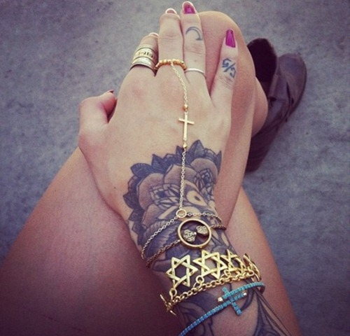 Hand Tattoos for Women.55