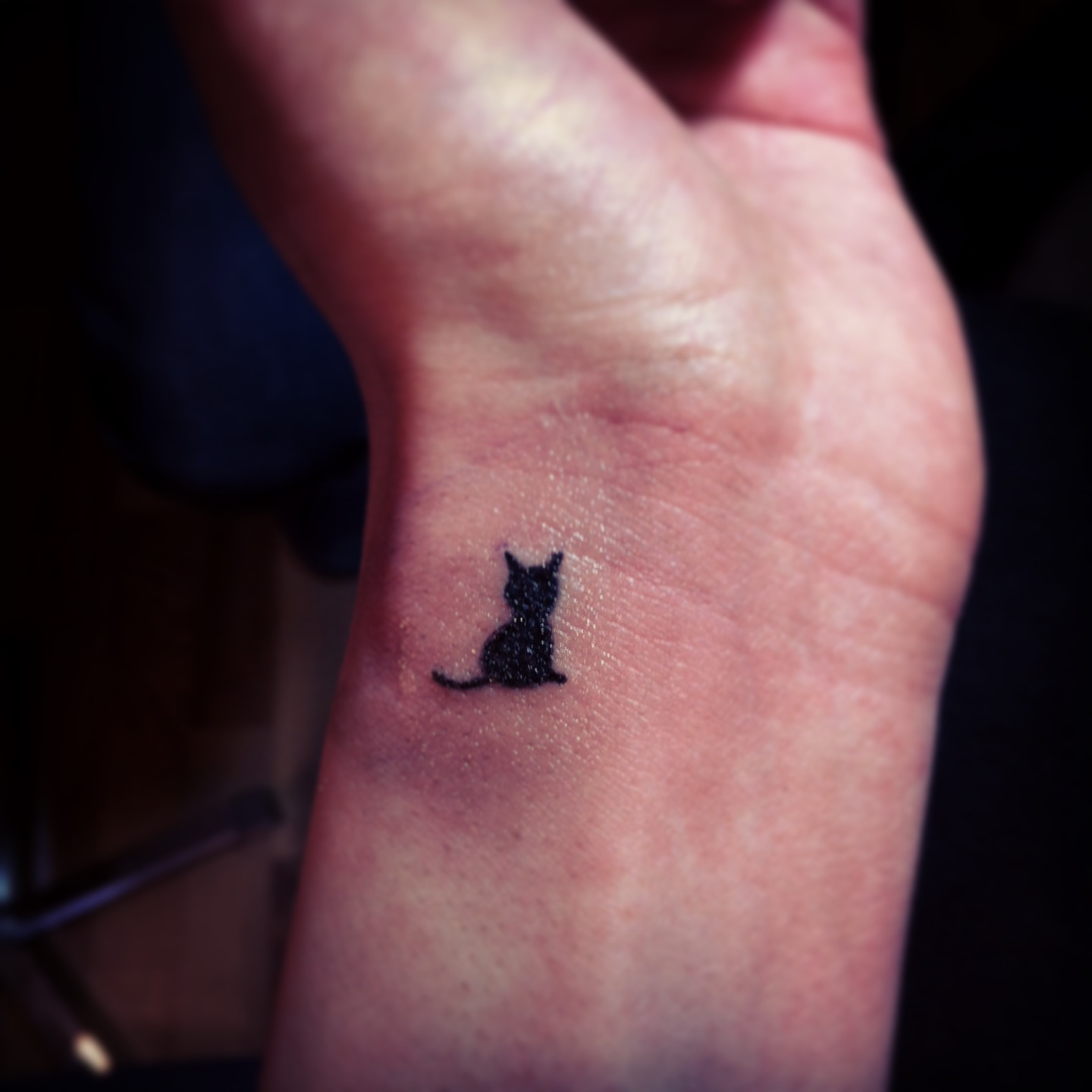 30 Small Wrist Tattoos: 28+ [ Cute Tiny Tattoo Designs ]