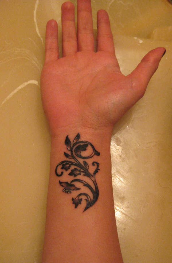 Wrist-Tattoos Design (45)